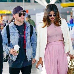 Nick Jonas y Priyanka Chopra pillados juntos en el aeropuerto de Nueva York