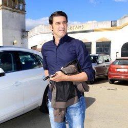 Jesulín de Ubrique llegando a la plaza de toros de Ubrique para ver torear a su hermano Víctor