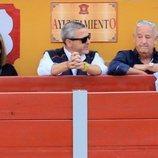 Humberto Janeiro viendo torear a Víctor Janeiro en la plaza de toros de Ubrique