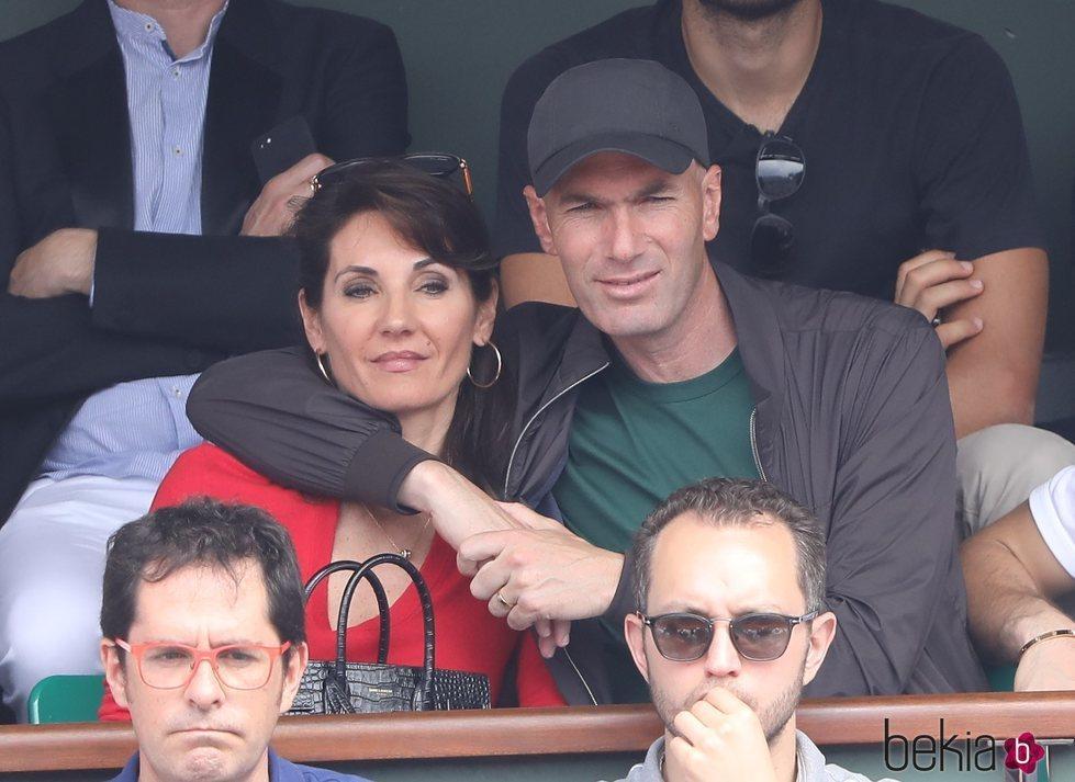 Zinedine Zidane y su mujer Véronique Fernández viendo la final de Ronald Garros 2018