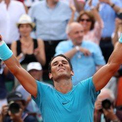 Rafa Nadal celebrando su victoria en Roland Garros 2018