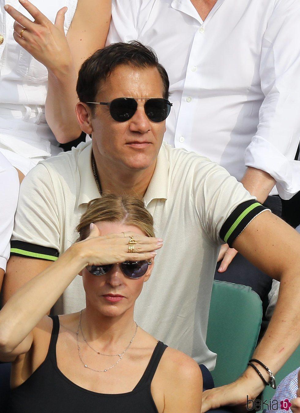 Clive Owen viendo la final del Roland Garros 2018