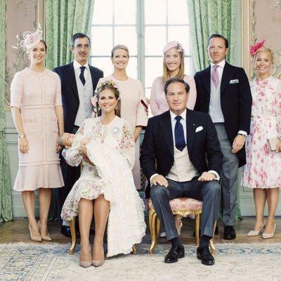 Foto oficial de Adrienne de Suecia con sus padres y padrinos en su bautizo