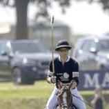 El Príncipe Guillermo disputando un torno benéfico de polo