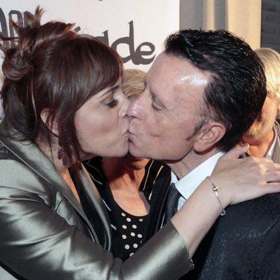 Ana María Aldón y José Ortega Cano besándose