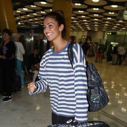 Lara Álvarez muy feliz en el aeropuerto de Madrid a su vuelta de 'Supervivientes 2018'