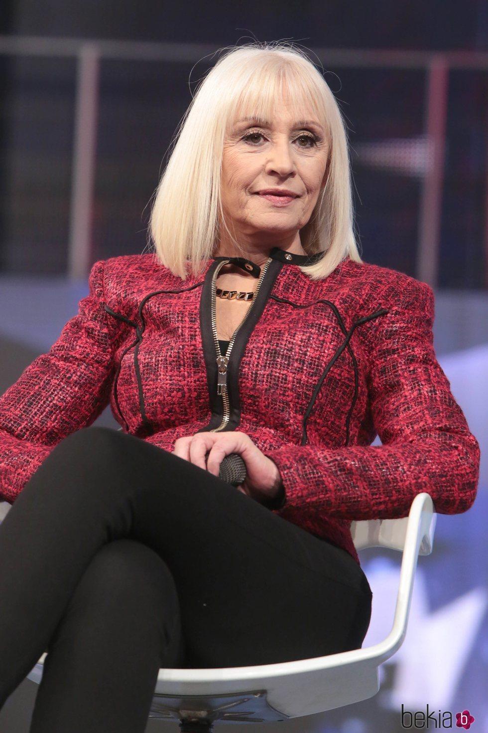 Raffaella Carrà presentando 'Forte, Forte, Forte' en la televisión italiana