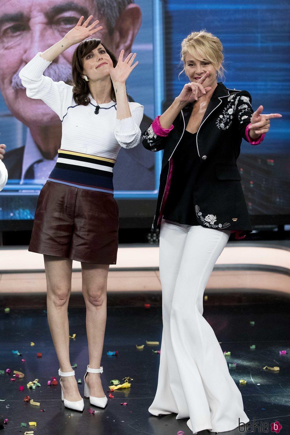 Natalia de Molina con Belén Rueda en 'El Hormiguero'