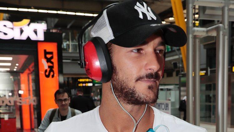 Hugo Paz llegando a España tras su expulsión de 'Supervivientes 2018'