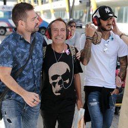 Hugo Paz y Maestro Joao llegando a España tras su expulsión de 'Supervivientes 2018'