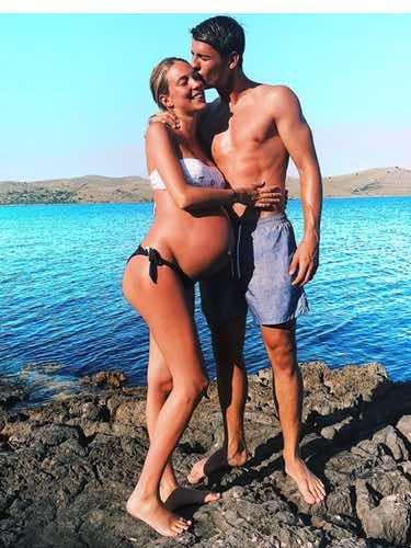 Alice Campello luciendo embarazo con Álvaro Morata desde un acantilado