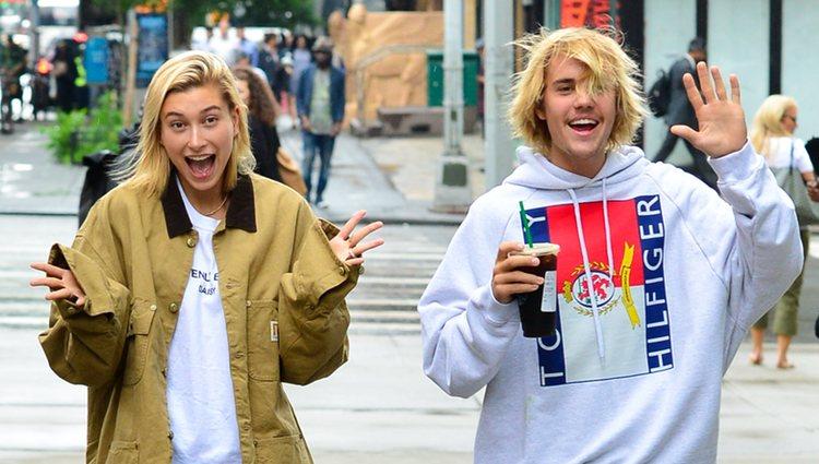 Justin Bieber y Hailey Baldwin paseando en el centro de Nueva York