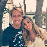 Álex Fernández con su mujer, Sandra Jiménez