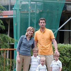 La Infanta Cristina e Iñaki Urdangarin con sus hijos Juan, Pablo y Miguel en Barcelona