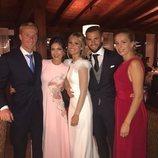 María Cortés, Nacho y Maite Fernández junto a los novios Álex Fernández y Sandra Jiménez el día de su boda