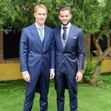 Álex Fernández en su boda acompañado de su hermano, Nacho Fernández