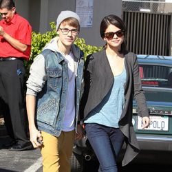 Justin Bieber y Selena Gomez salen a desayunar