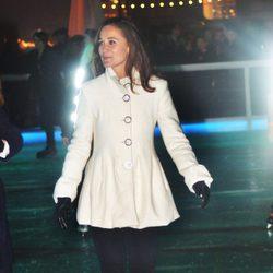 Pippa Middleton patinando sobre hielo en Londres