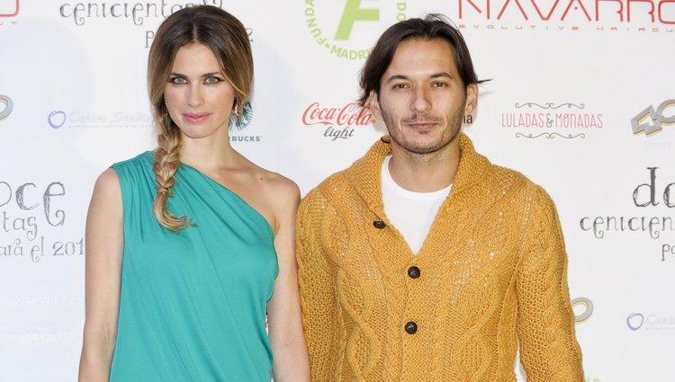 Vanesa Romero y Alberto Caballero en la presentación del calendario '12 Cenicientas para 2012'