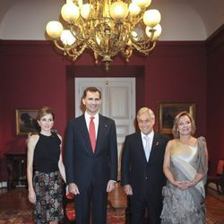 Los Príncipes de Asturias, el Presidente de Chile y la Primera Dama en el Palacio de la Moneda