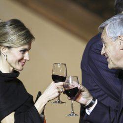 La Princesa Letizia brinda con Sebastián Piñera en la cena de gala en Chile