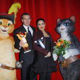 Antonio Banderas y Salma Hayek con los felinos de 'El gato con botas' en Berlín
