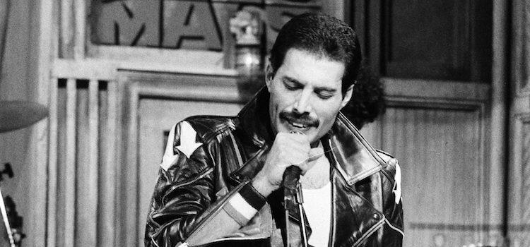 El cantante Freddie Mercury murió a los 45 años