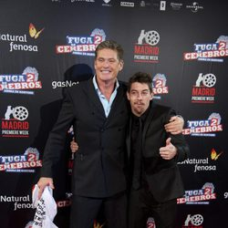David Hasselhoff y Adrián Lastra en el estreno de 'Fuga de cerebros 2' en la 'Madrid Premiere week'