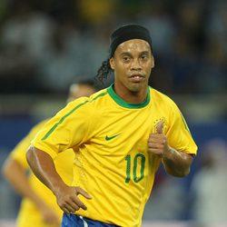 Ronaldinho en un partido de Brasil