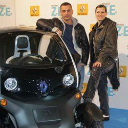 David Delfín y Bimba Bosé en la presentación de un coche eléctrico