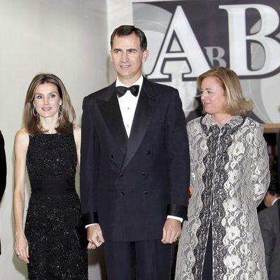 Los Príncipes Felipe y Letizia en los premios Mariano de Cavia 2011