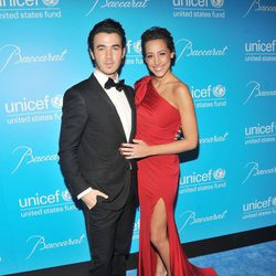 Kevin Jonas y Danielle Jonas en la Gala Unicef de Nueva York