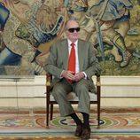 El Rey Juan Carlos con sus gafas de sol en una recepción en Zarzuela