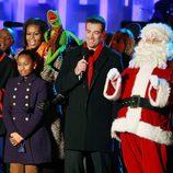 La familia Obama celebra el encendido del árbol de navidad en la Casa Blanca