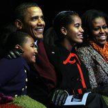La familia Obama al completo en el encendido en del árbol de navidad en la Casa Blanca