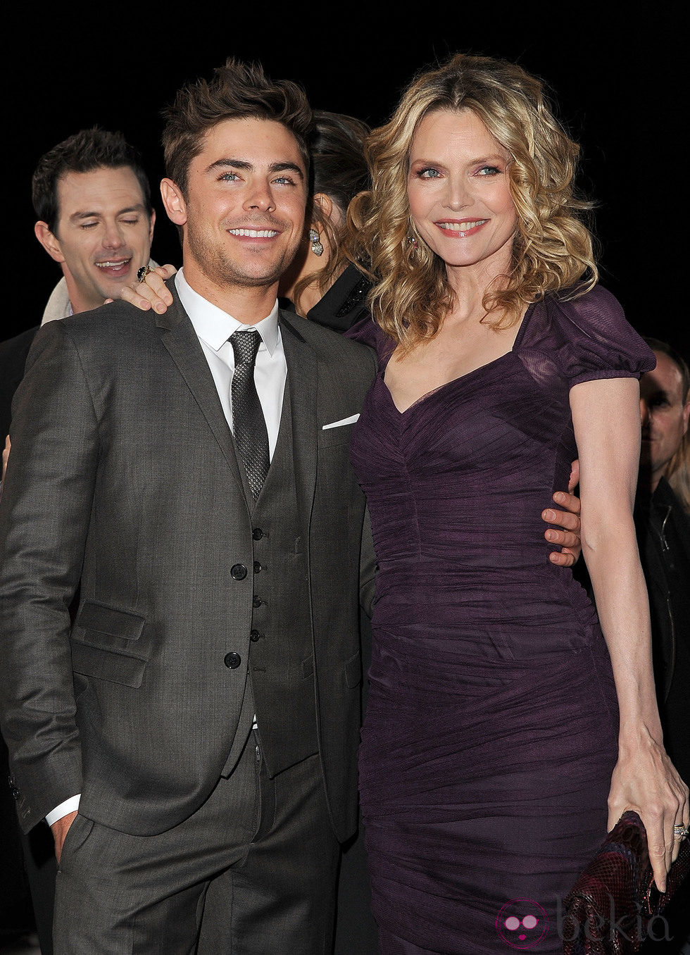 Michelle Pfeiffer y Zac Efron en el estreno de 'New Year's Eve' en Los Angeles