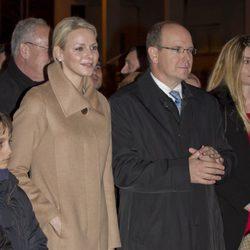 Los Príncipes Alberto y Charlene de Mónaco inauguran la Navidad