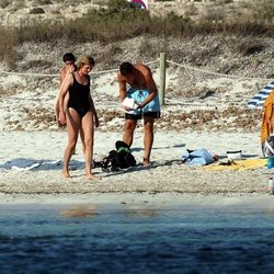 La Infanta Cristina e Iñaki Urdangarin en bañador en la playa
