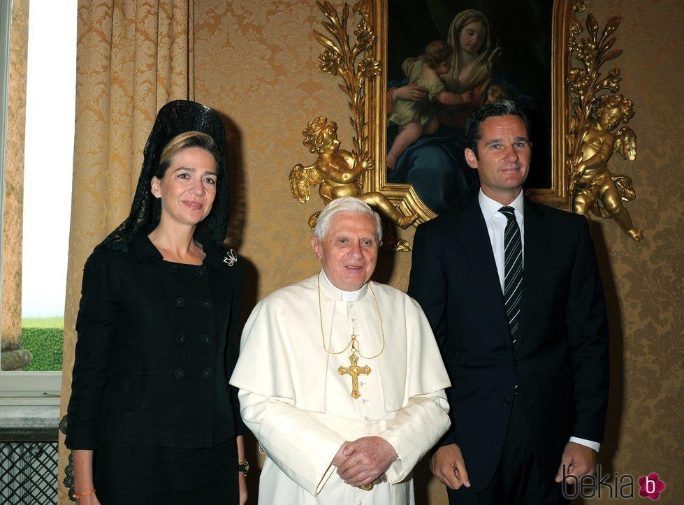 La Infanta Cristina e Iñaki Urdangarin con el Papa Benedicto XVI