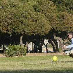 Iñaki Urdangarin jugando al fútbol con su hijo Juan