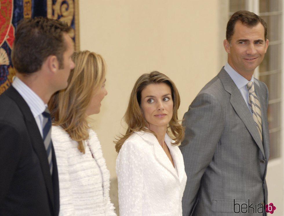 Los Reyes Felipe y Letizia, muy cómplices con la Infanta Cristina e Iñaki Urdangarin