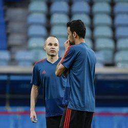 Sergio Busquets y Andrés Iniesta en el último entrenamiento de España antes de debutar en el Mundial de Rusia 2018
