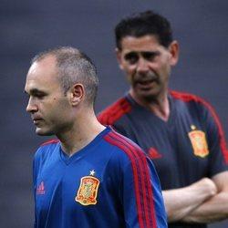 Fernando Hierro y Andrés Iniesta en el último entrenamiento de España antes de debutar en el Mundial de Rusia 2018