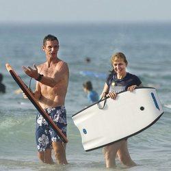 La Infanta Cristina e Iñaki Urdangarin se divierten en la playa de Bidart