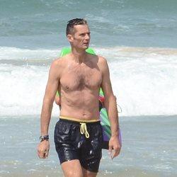 Iñaki Urdangarin luce torso desnudo en las playas de Bidart