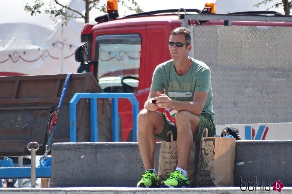 Iñaki Urdangarin sentado al sol de Ginebra