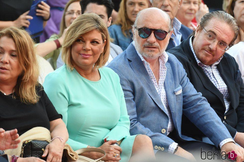 Terelu Campos observa el desfile de su marca en la Summer Fashion Runway 2018