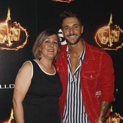 Hugo Paz y su madre, Mercedes Cruz, en la Fiesta Final de 'Supervivientes 2018'