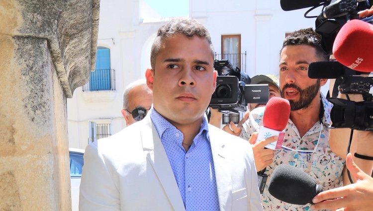 José Fernando Ortge ane el bautizo de su hija Rocío