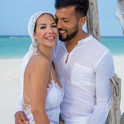 Tamara Gorro y Ezequiel Garay durante su boda en las Islas Maldivas